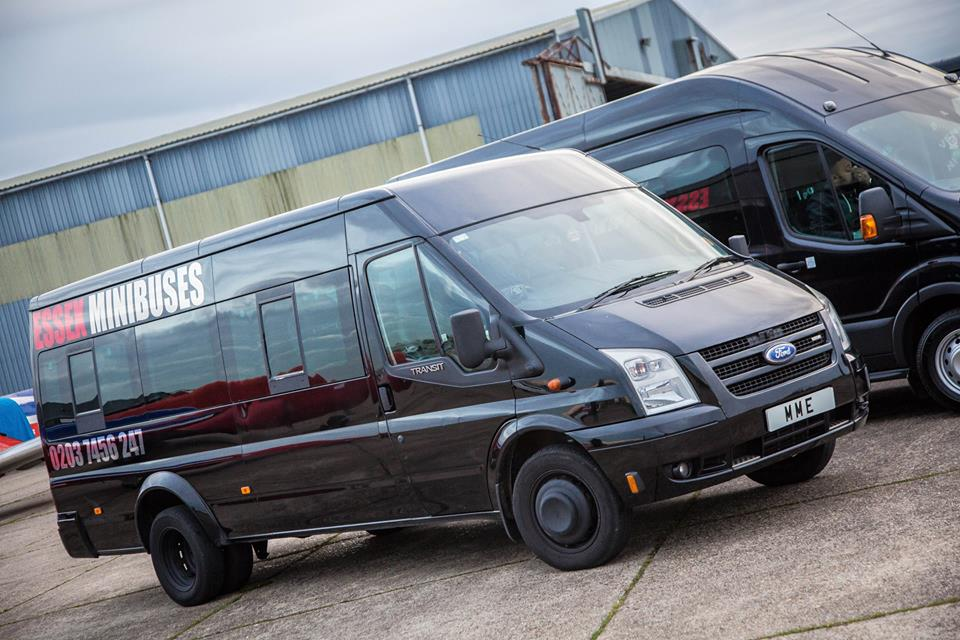 minibus hire Woodford
